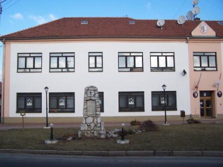 OBRÁZEK : budova_ou_a_skolynyni_take_knihovna.jpg